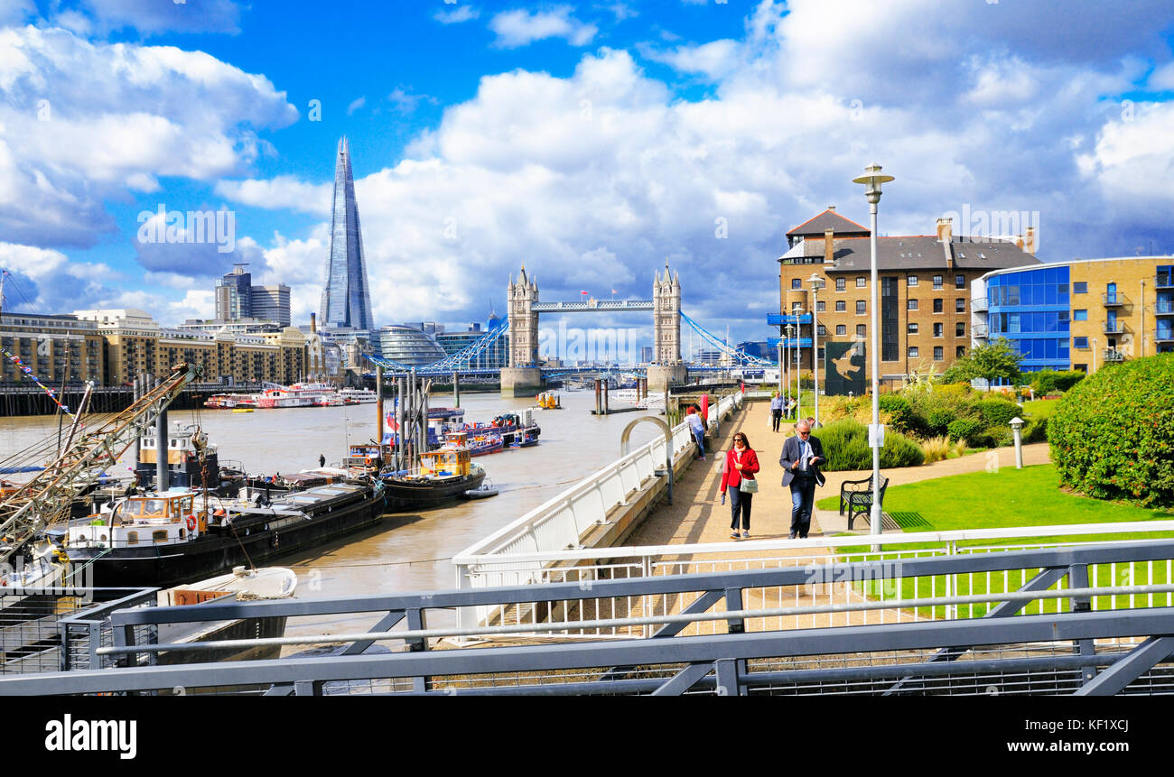 Wapping, East London. Tower Bridge and the Shard seen from the Thames Path next to the Hermitage Riverside Memorial - Stock Image