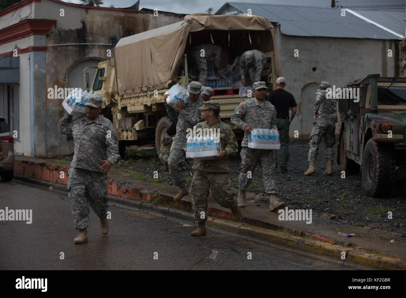 U.S. Army soldiers deliver emergency supplies to Puerto Rican residents in the aftermath of Hurricane Maria October - Stock Image