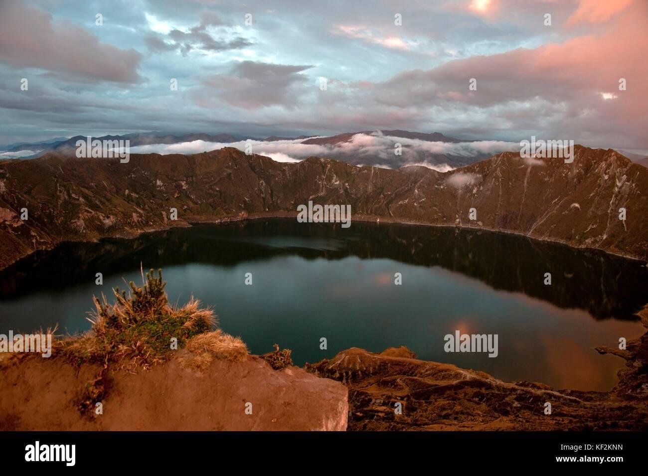 Quilotoa caldera and lake (lagoon), Andes. Ilinizas Nature Reserve, Ecuador - Stock Image