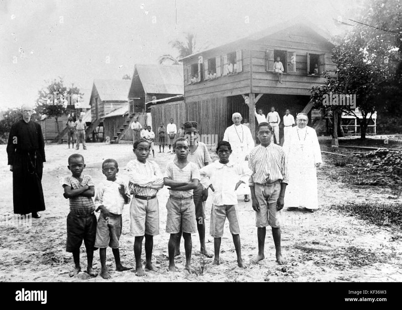 Rooms katholiek jongens internaat in Suriname   Collectie stichting Nationaal Museum van Wereldculturen   TM 10018888 - Stock Image