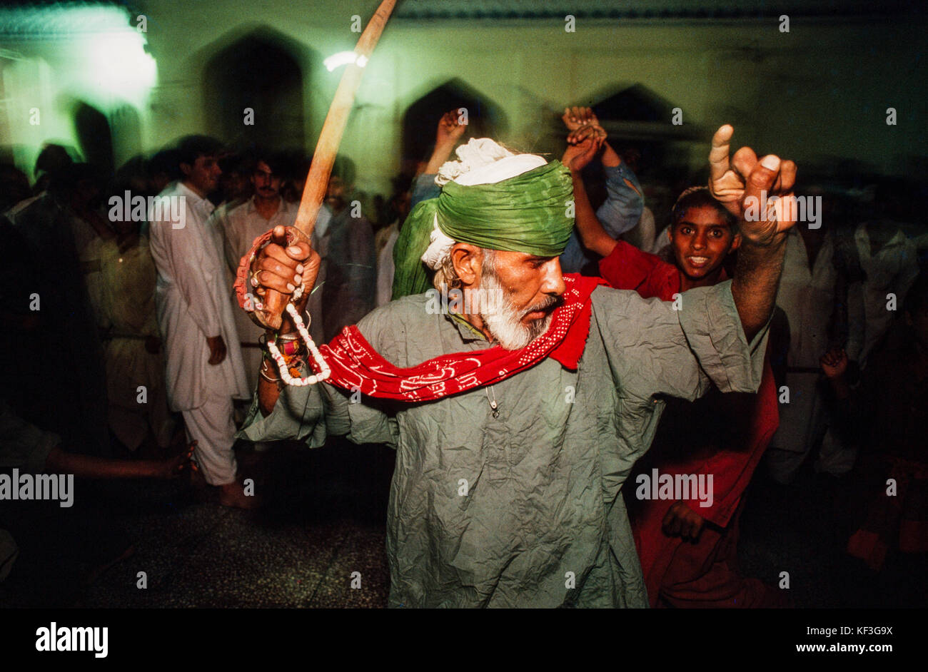Dervish dancers at the Mausoleum of Lal Shahbaz Qalander, Sehwan Sharif, Sindh, Pakistan, 1990. - Stock Image