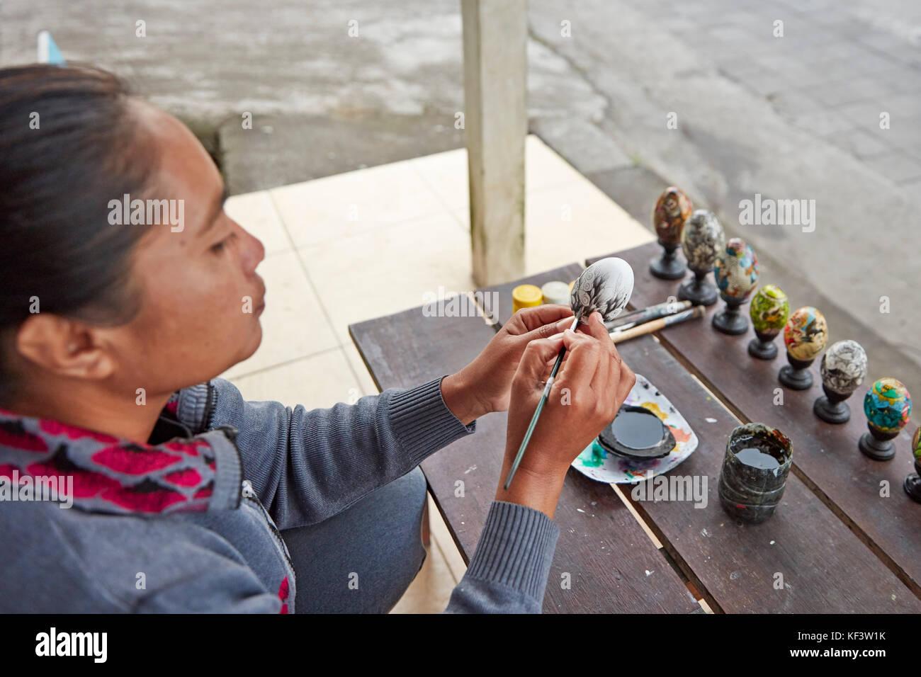 Artist painting a wooden egg. Ubud, Bali, Indonesia. - Stock Image