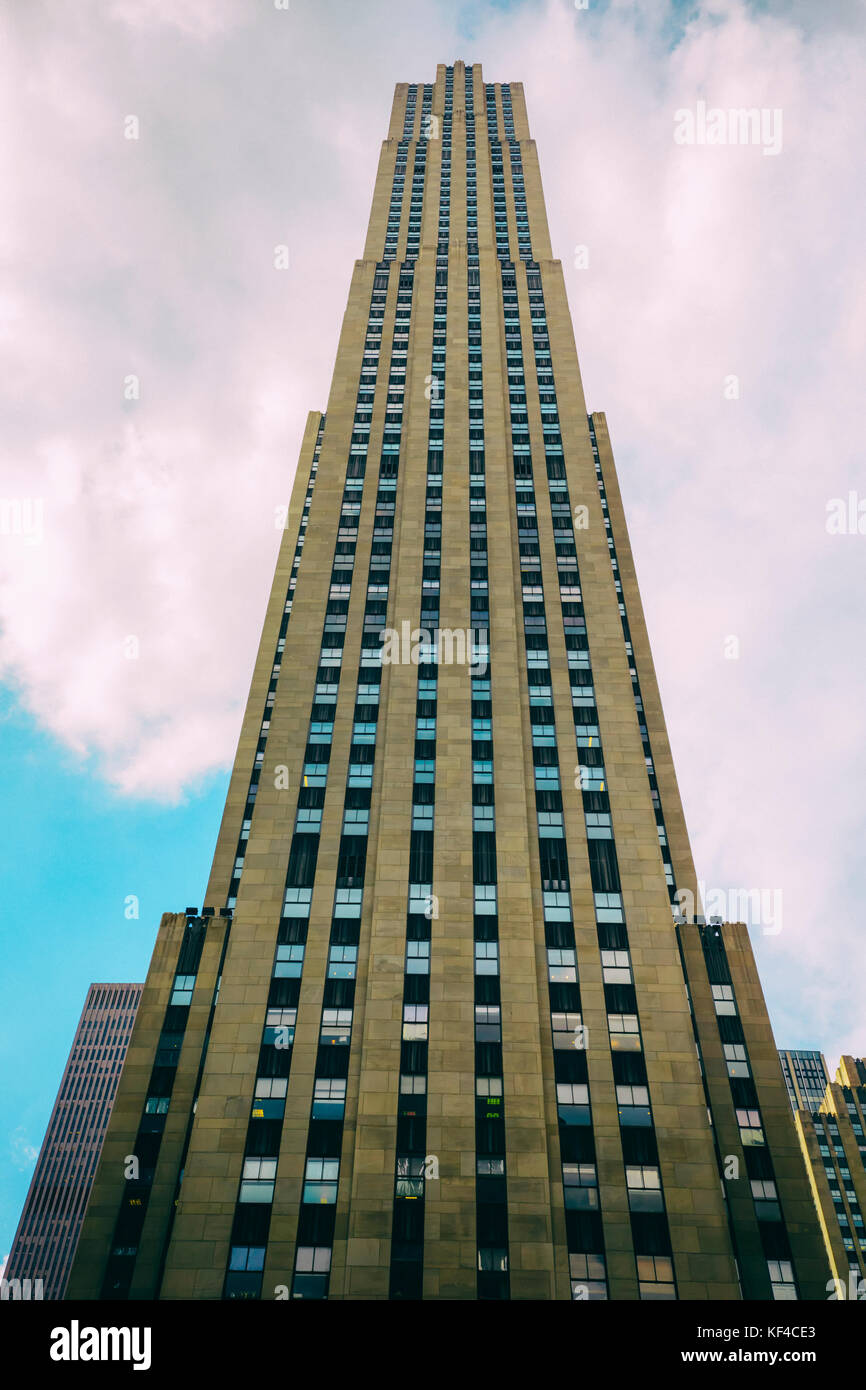 New York City, New York State, United States of America. The 70-floor, 872 ft (266 m) GE Building at the Rockefeller - Stock Image