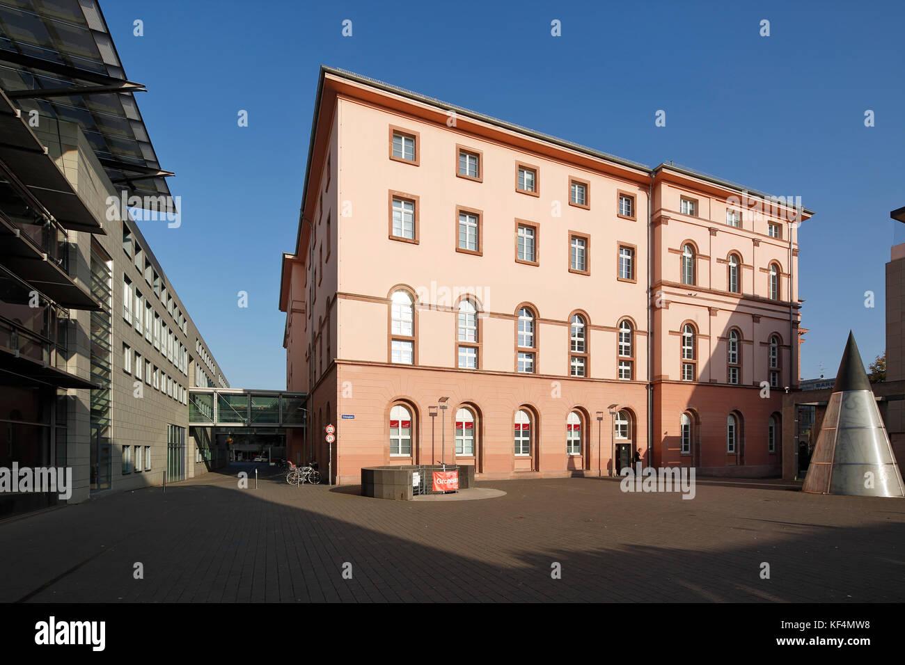 Staatstheater in Mainz, Rheinland-Pfalz, Kleines Haus und Grosses Haus mit Tritonplatz, Verbindungsbruecke, Fussgaengerbruecke, Stock Photo