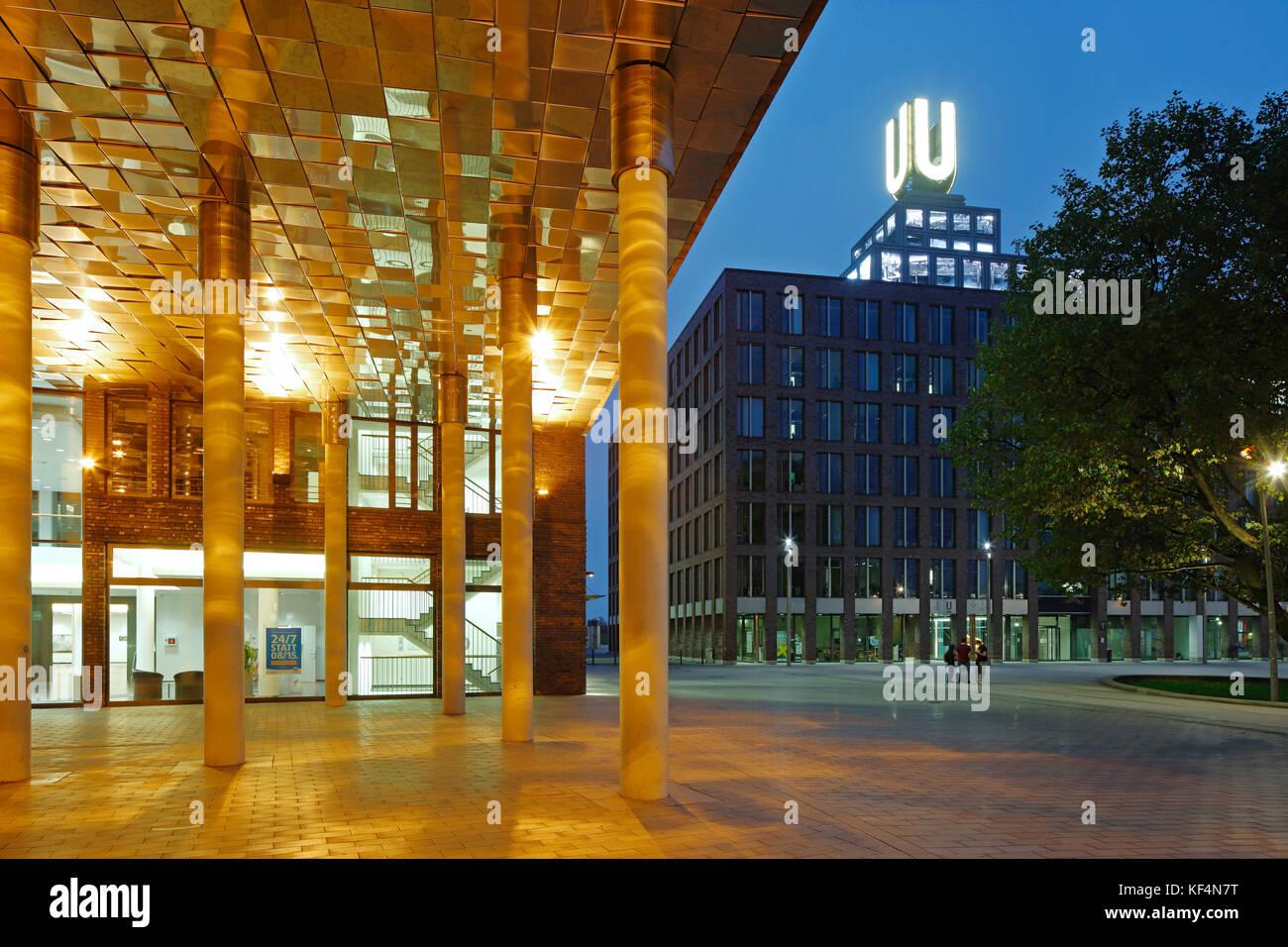 Dortmund, Nordrhein-Westfalen, Nachtaufnahme, beleuchteter Eingang zu einem Geschaeftshaus am Park der Partnerstaedte, - Stock Image