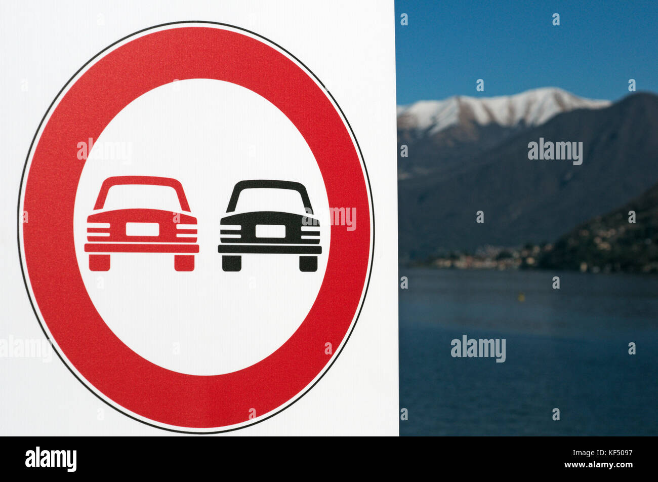 no overtaking warning sign, Lake Como, Italy - Stock Image