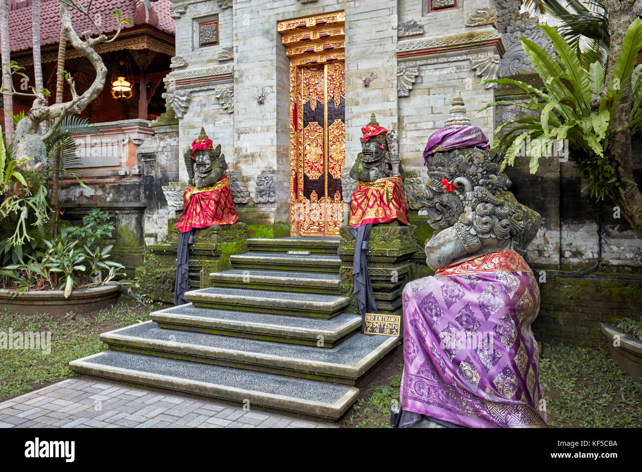 Carved stone statues in Puri Saren Agung, also known as Ubud Palace. Ubud, Bali, Indonesia. - Stock Image