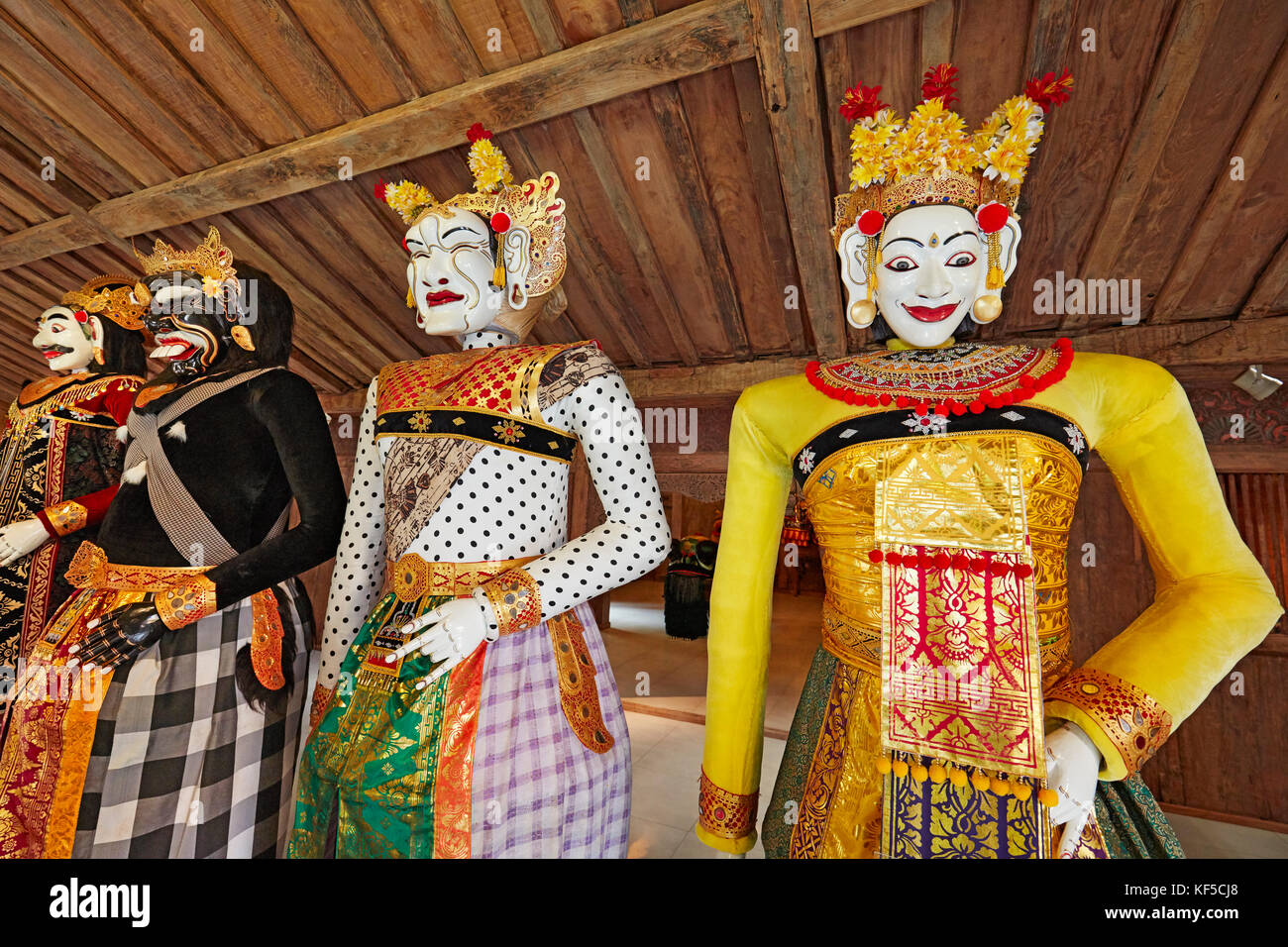 Barong Landung, traditional Balinese puppets. Setia Darma House of Masks and Puppets, Mas, Ubud, Bali, Indonesia. - Stock Image