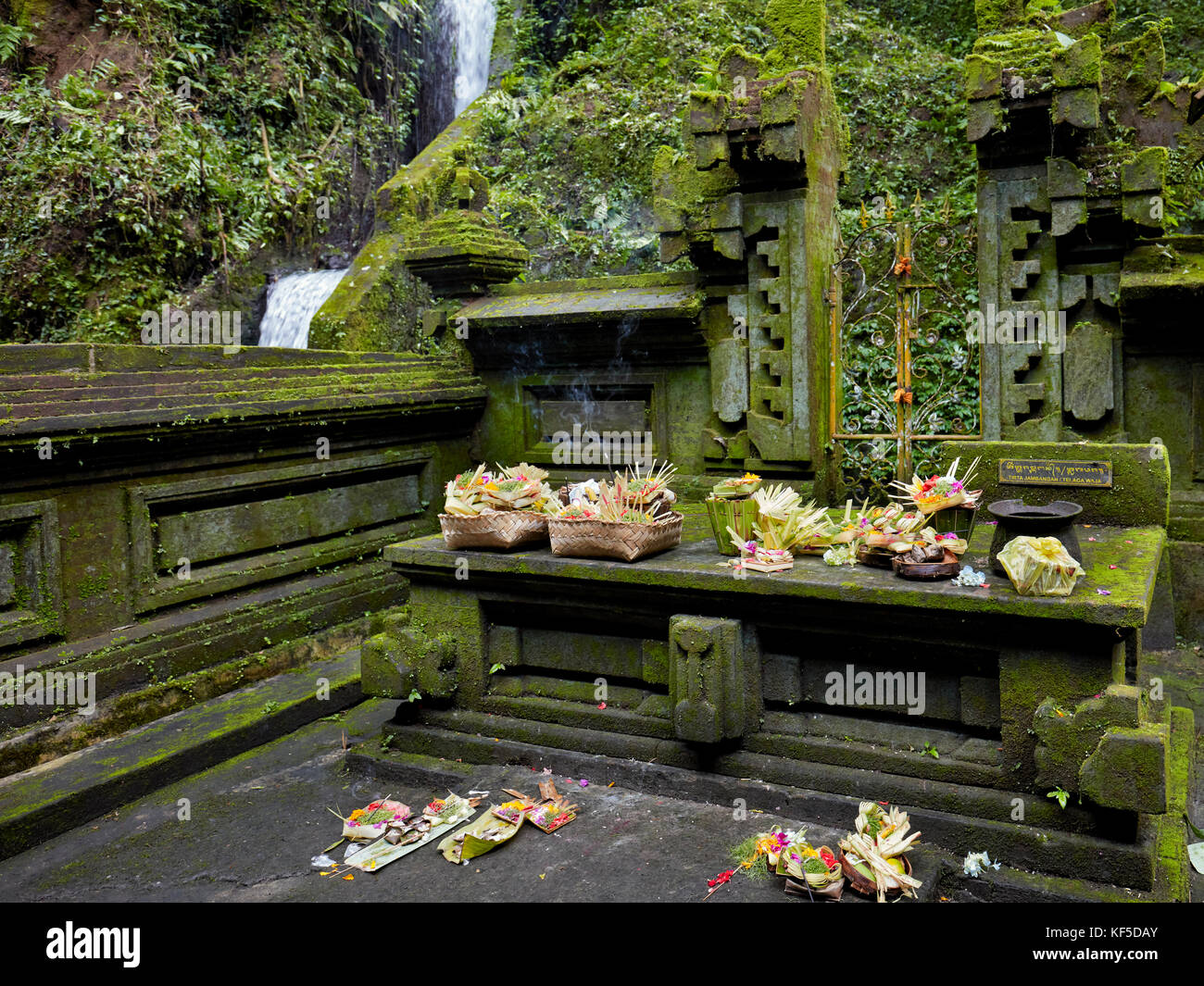 Altar with offerings in the Mengening Temple. Tampaksiring, Bali, Indonesia. - Stock Image