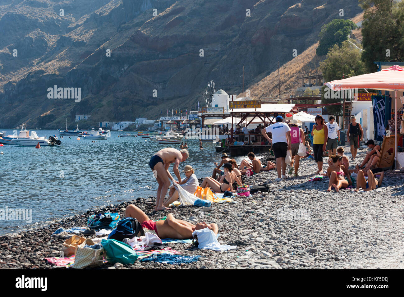 Santorini Beach People High Resolution Stock Photography And Images Alamy