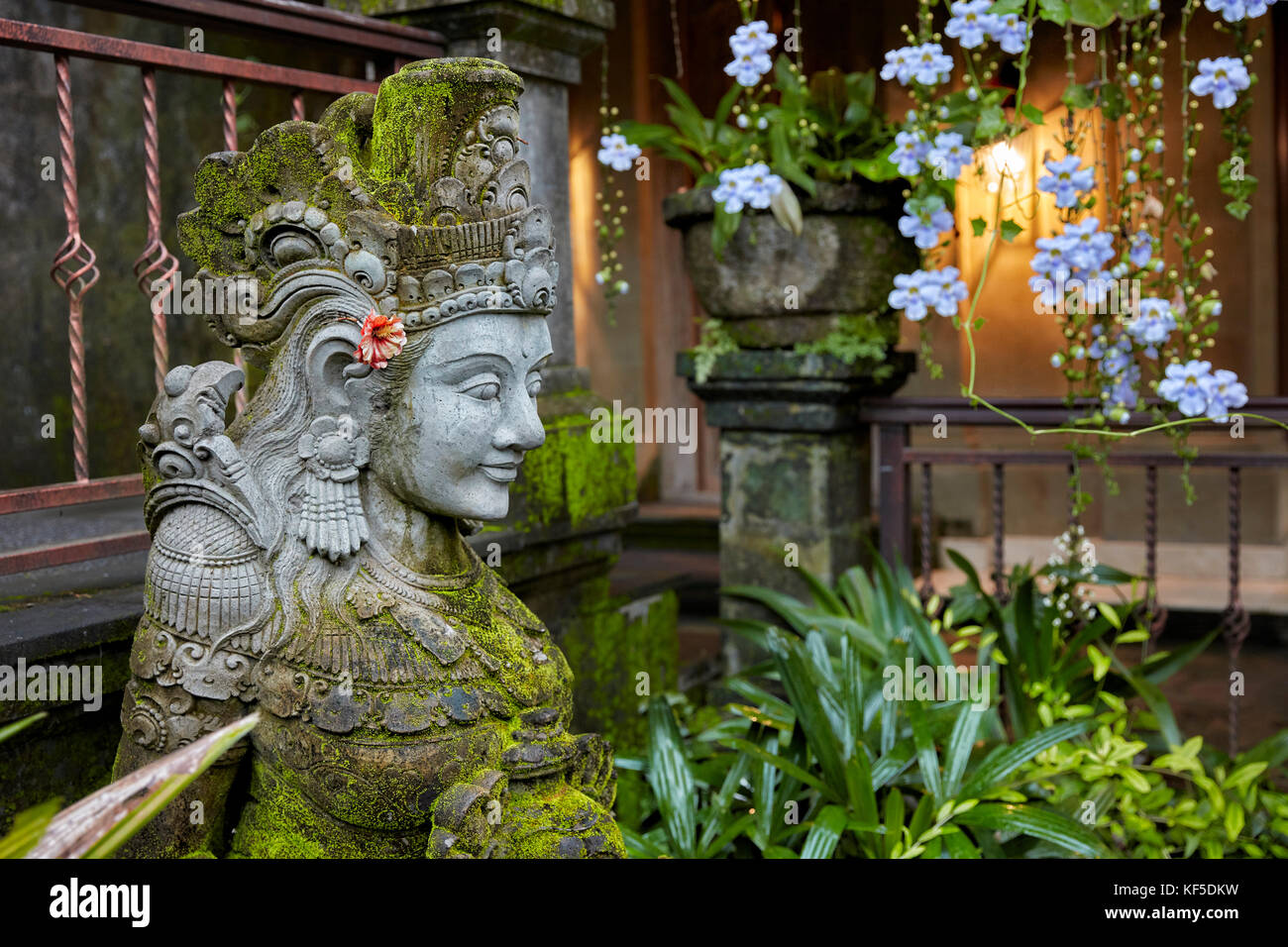 Statue in the garden. Hotel Tjampuhan Spa, Ubud, Bali, Indonesia. - Stock Image
