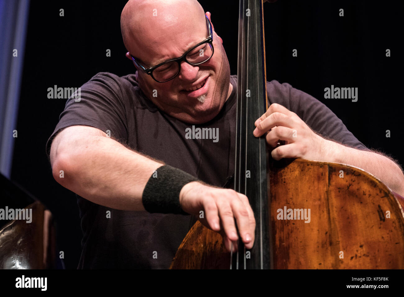 Yaron Stavi solo's on bass with The Lowest Common Denominator, Scarborough Jazz festival, 2017 Stock Photo
