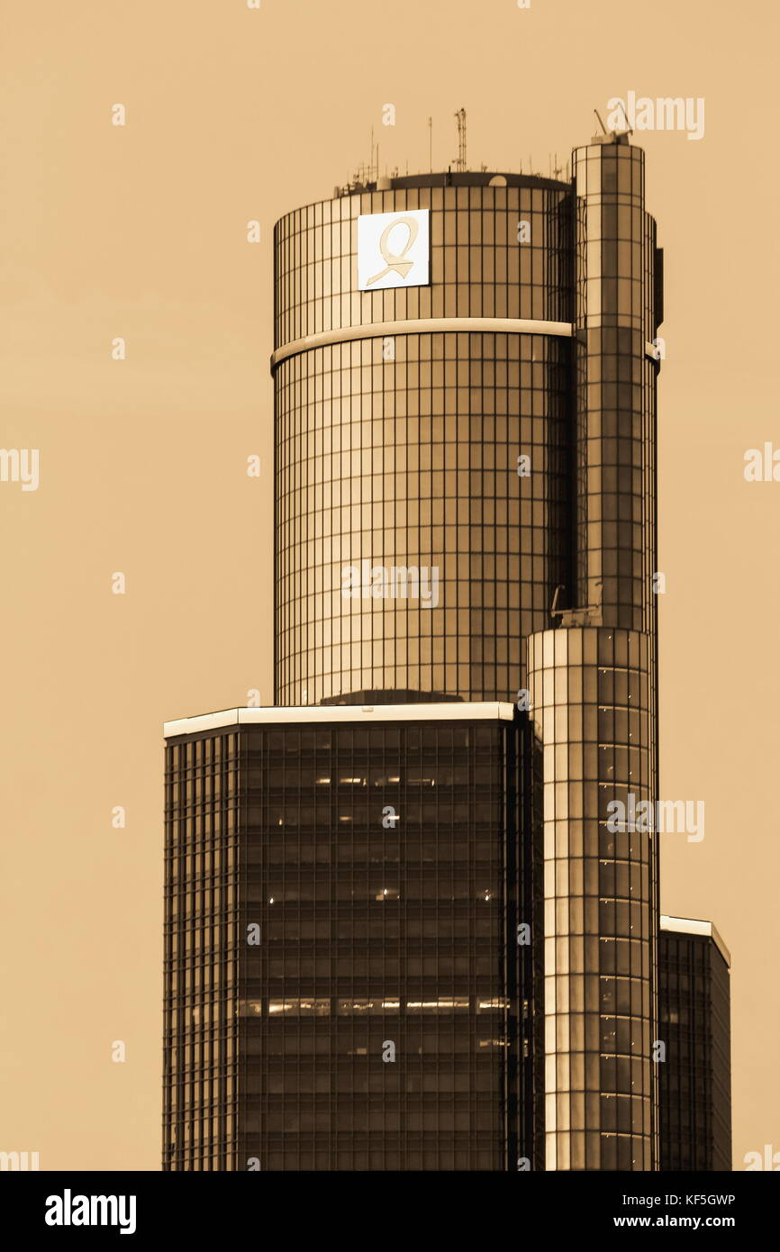 Detroit, MI, USA - 2 October 2016: Close up image of the top of the General Motors World Headquarters at the Renaissance - Stock Image