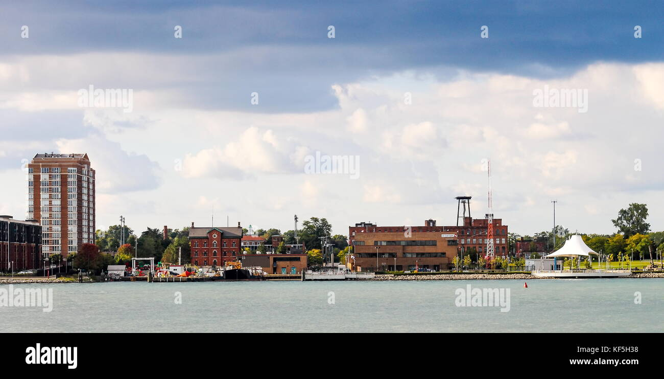 Detroit, MI, USA - 2 October 2016: Architecture lining the East Riverfront along the Detroit River in Detroit. - Stock Image