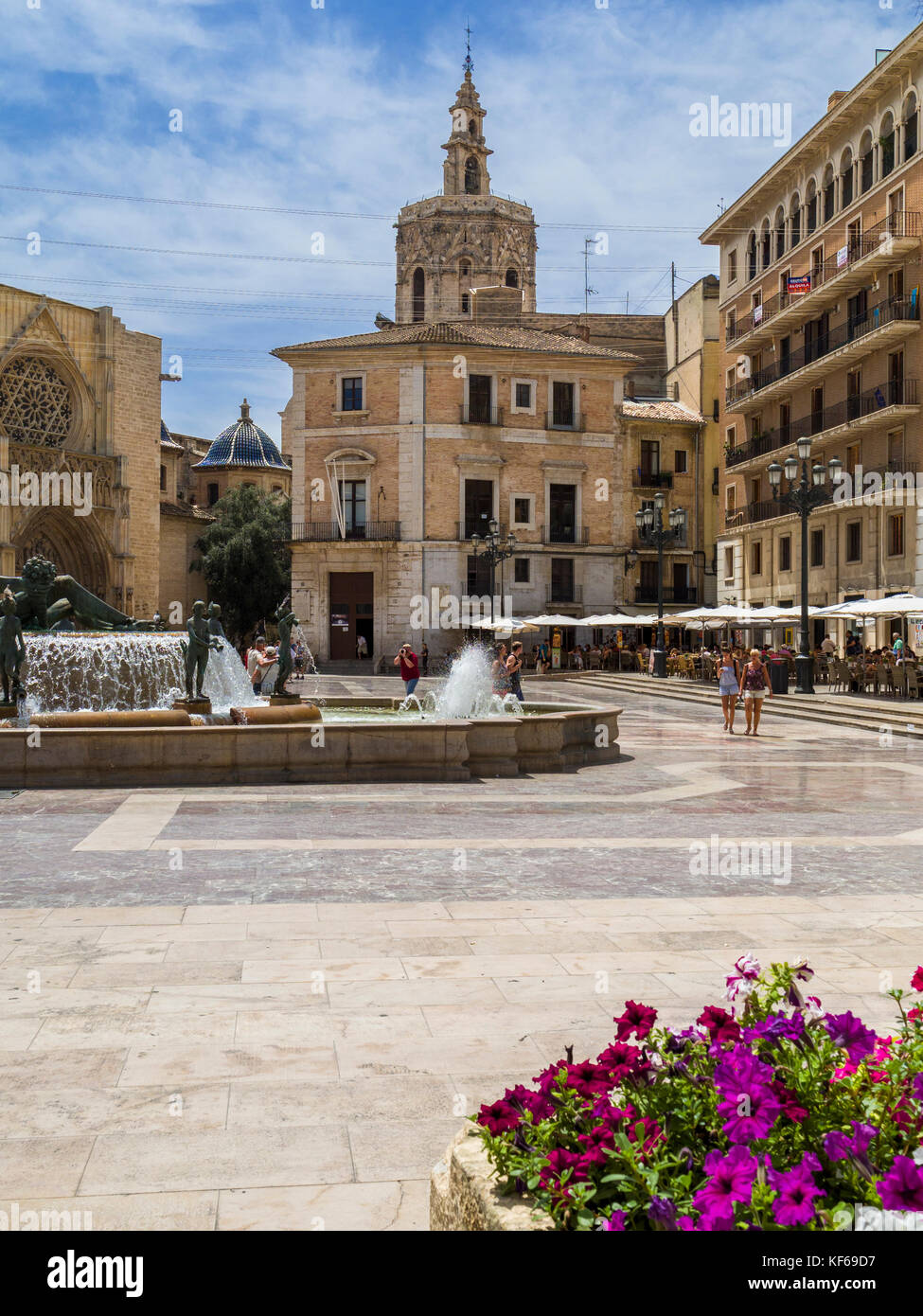 Plaza de la Virgen with the Cathedral (left) and it's tower, el Miguelete (centre) in the distance, Ciutat Vella, Stock Photo