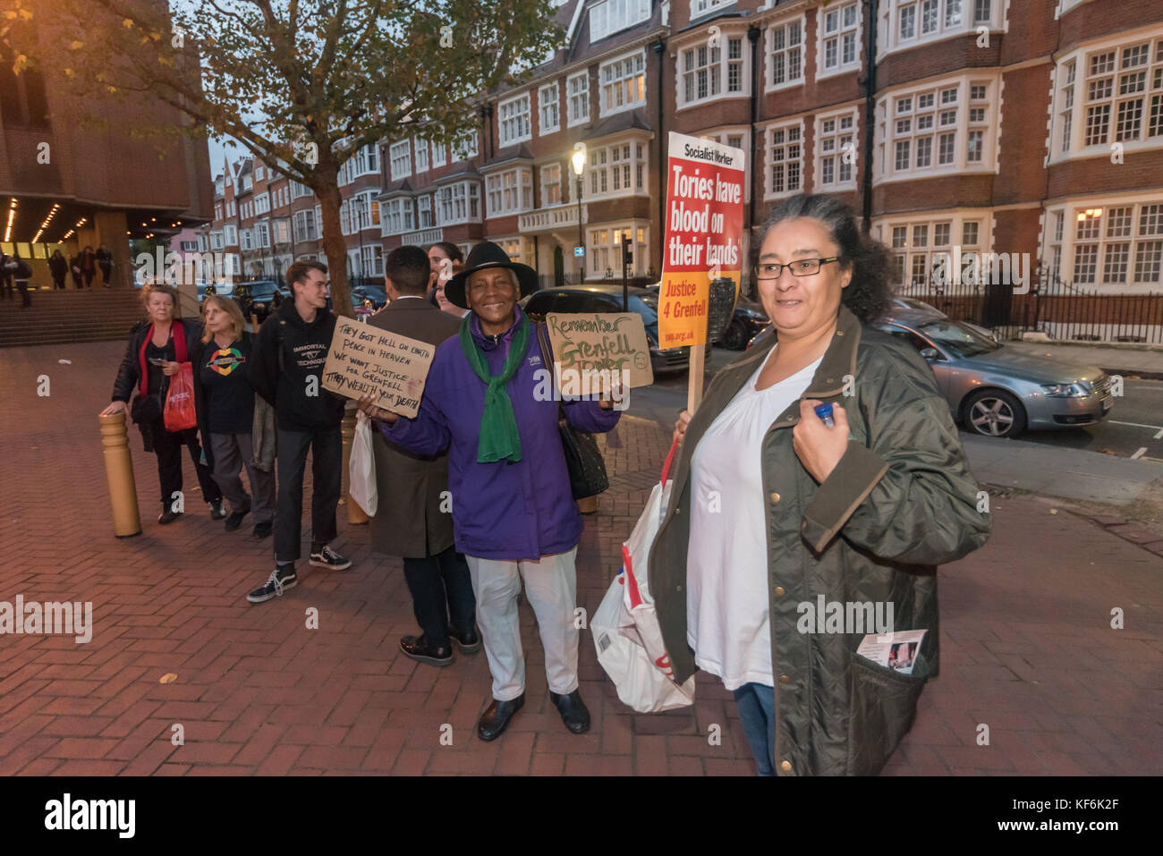 London, UK. 25th Oct,  2017. Protesters outside the Royal Borough of Kensington & Chelsea council meeting holds - Stock Image