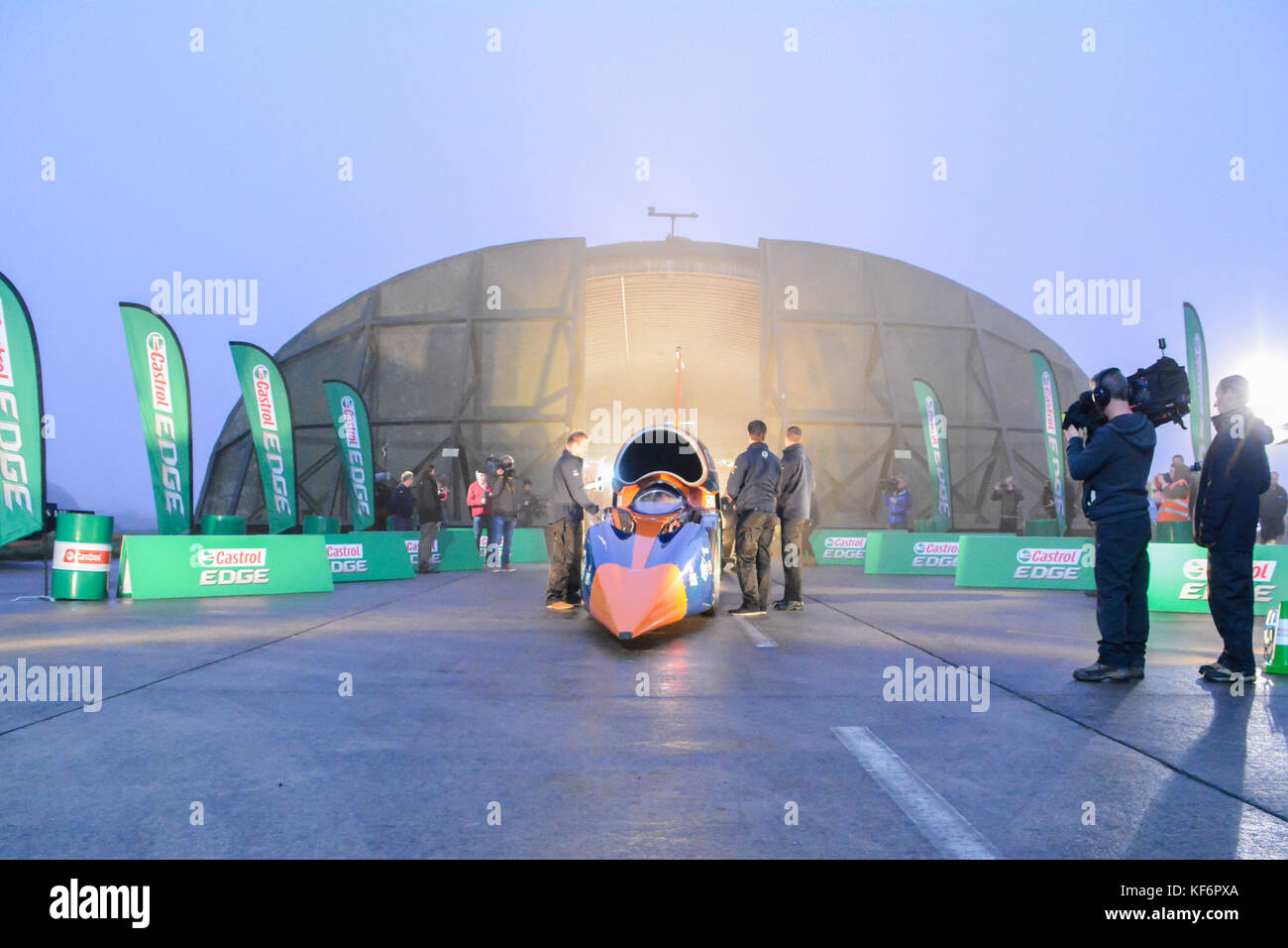 Newquay, Cornwall, UK. 26th Oct, 2017. The Bloodhound supersonic car is unveiled to the worlds media ahead of it's - Stock Image