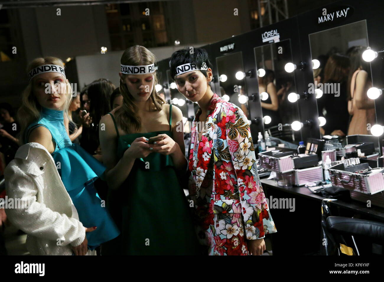 Moscow, Russia. 25th Oct, 2017. Models backstage ahead of a catwalk show for the Spring/Summer 2018 collection by - Stock Image