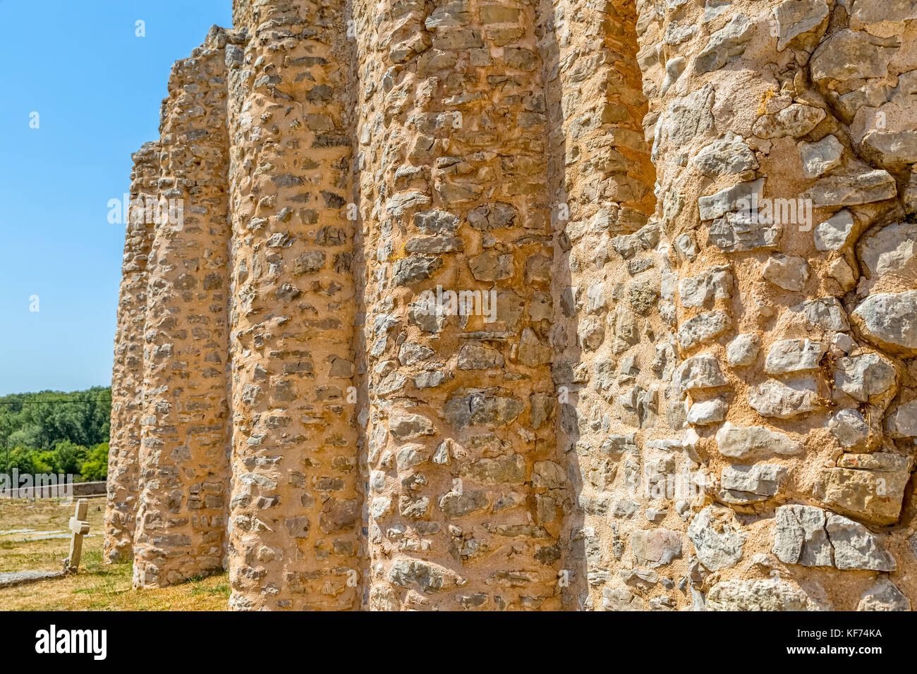 Pre-romanesque church rounded wall - Stock Image