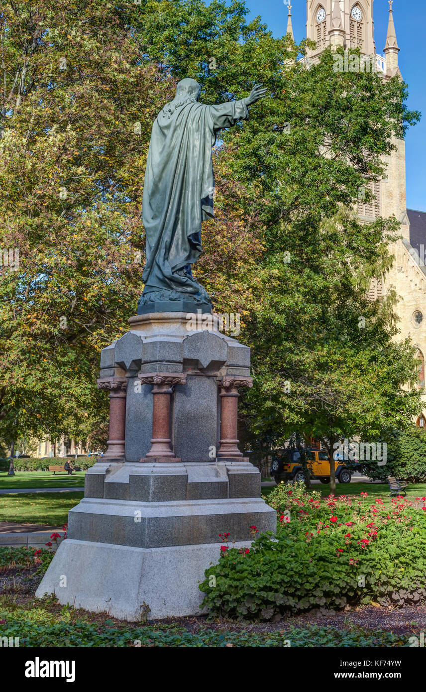 NOTRE DAME, IN/USA - OCTOBER 19, 2017:  Jesus Statue and Basilica of the Sacred Heart on the campus of Notre Dame - Stock Image