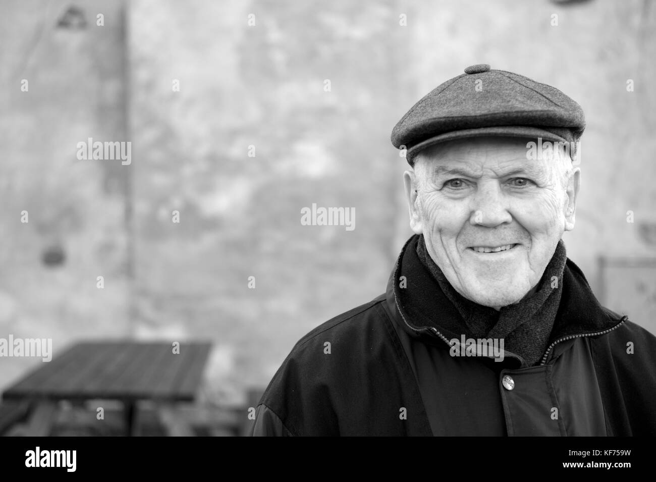 Retired engineer out on a morning walk in Oslo, enjoying his morning walk. 90 years old and enjoying life to its - Stock Image