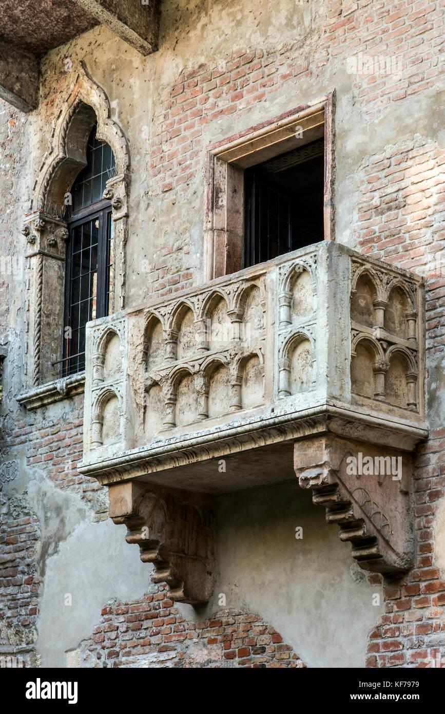 House of Juliet with the famous balcony, Verona, Veneto, Italy - Stock Image