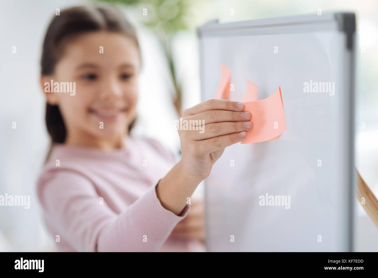 Selective focus of a pink sticky note - Stock Image