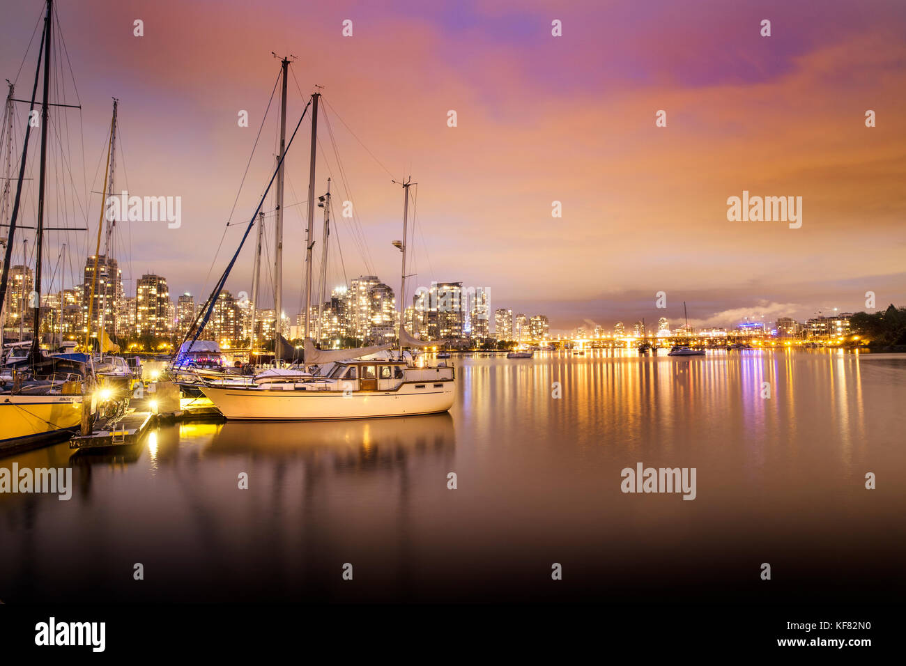 CANADA, Vancouver, British Columbia, looking across False Creek towards Yaletown and the Cambie Street Bridge at - Stock Image