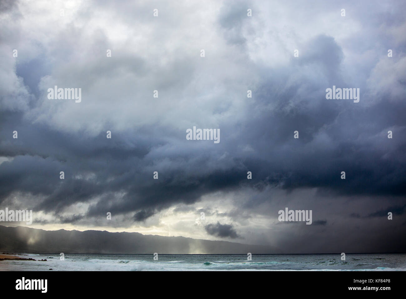 USA, HAWAII, Oahu, Northshore, the sky seen from the beach at Pipeline - Stock Image