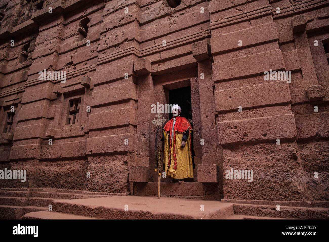 Priest in front of a mololithic church in Lalibela, Ethiopia - Stock Image