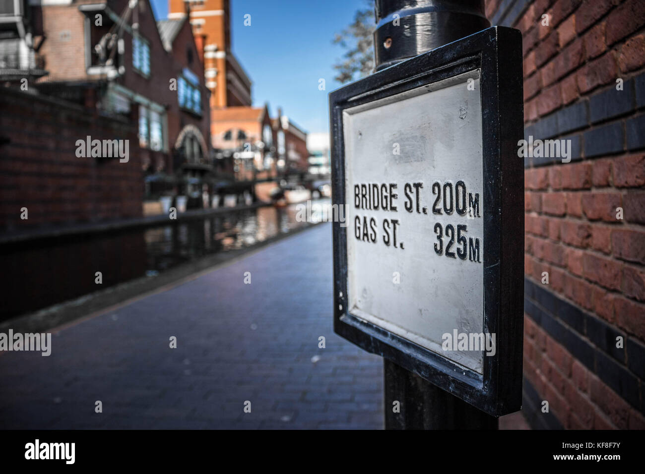 A sign post on the footpath of the Birmingham Canal - Stock Image