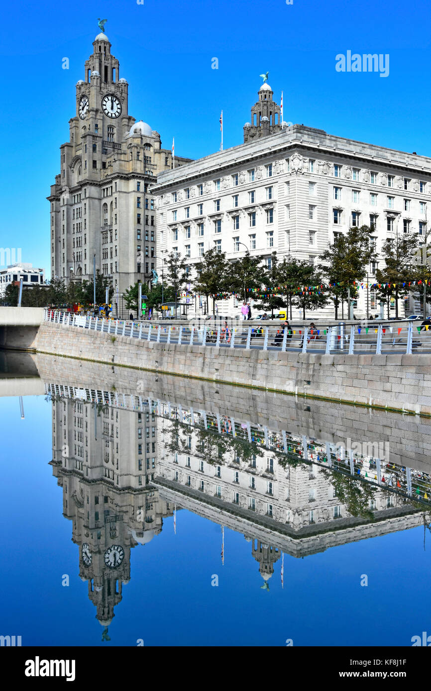 Leeds & Liverpool Canal link at Liverpool Waterfront with The Liver Building & Cunard Building reflected - Stock Image
