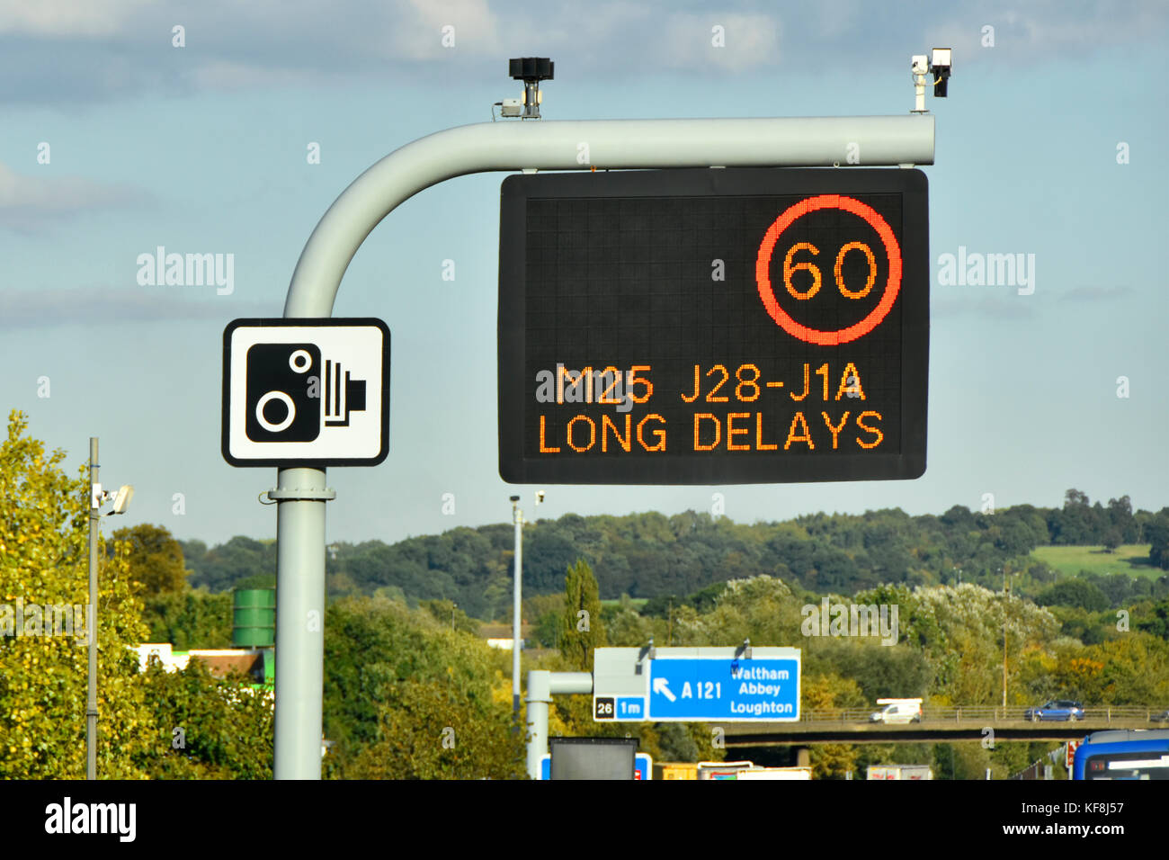 Single panel M25 motorway sign above lane one only, variable speed limit & short delay message complete with - Stock Image