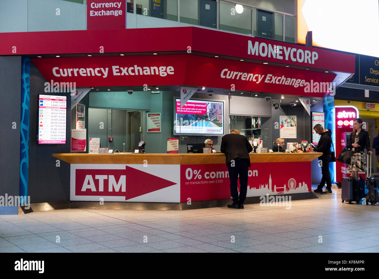 Currency exchange airport stock photos currency exchange airport stock images alamy - Gatwick airport bureau de change ...