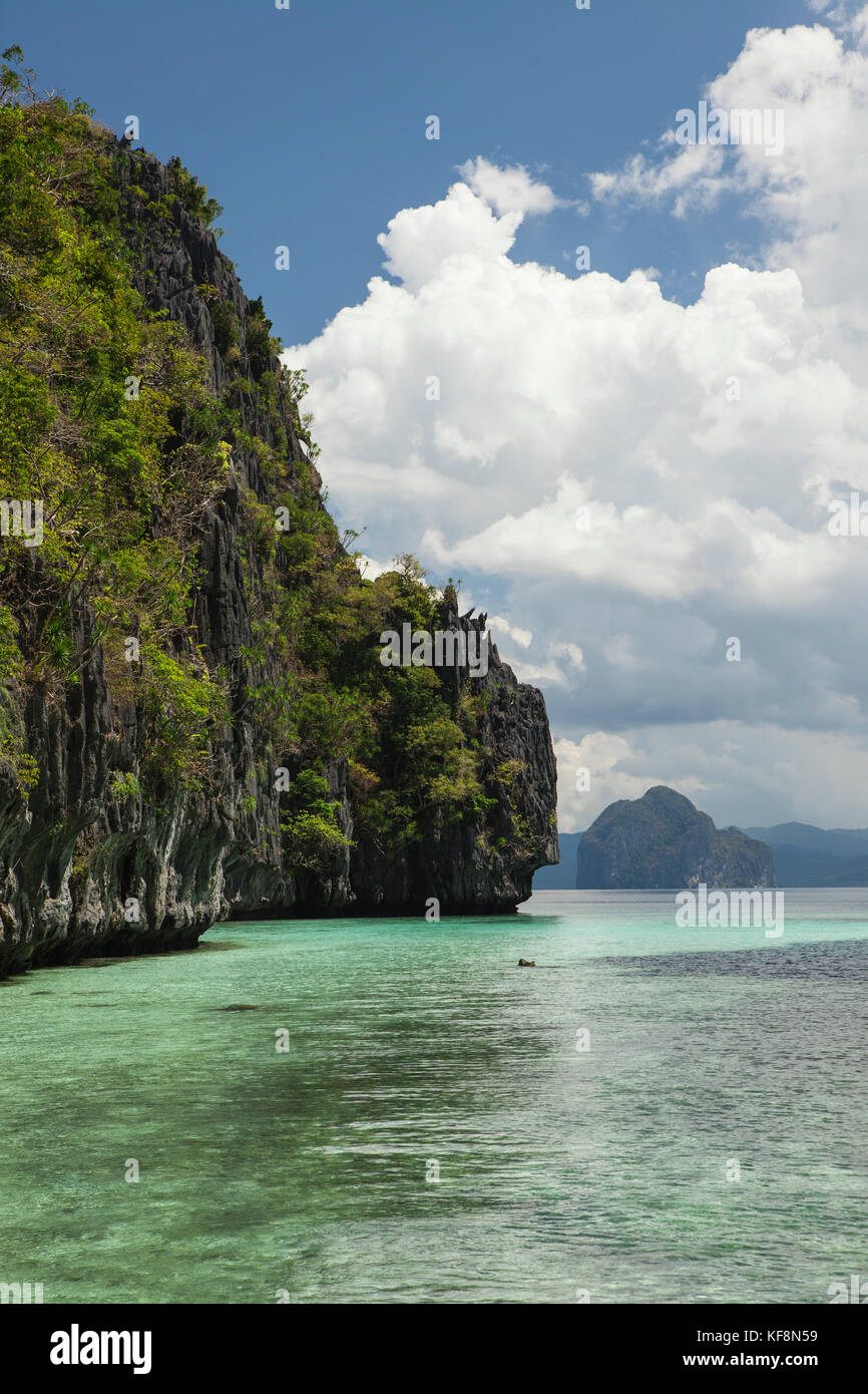 PHILIPPINES, Palawan, El Nido, Entalula Island, island view in Bacuit Bay, the South China Sea - Stock Image