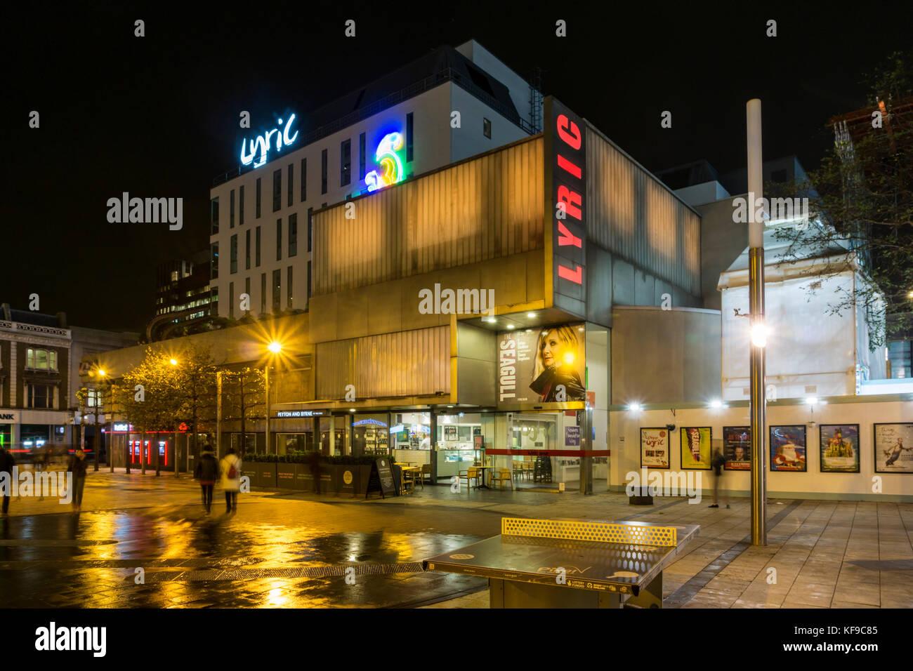 The Lyric Theatre, Hammersmith, at night. - Stock Image