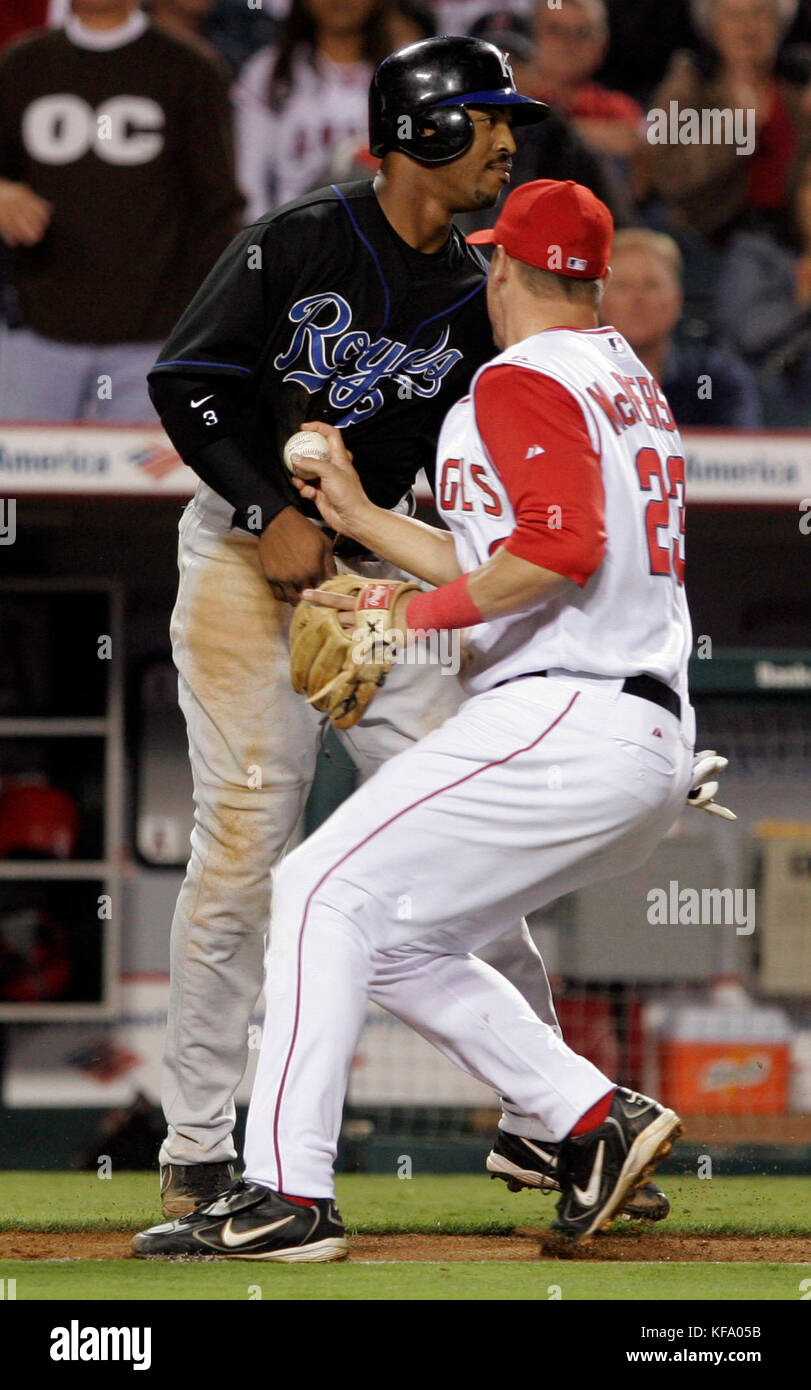 Los Angels Angels third baseman Dallas McPherson, right, tags out Kanas City Royals' runner Terrence Long in - Stock Image