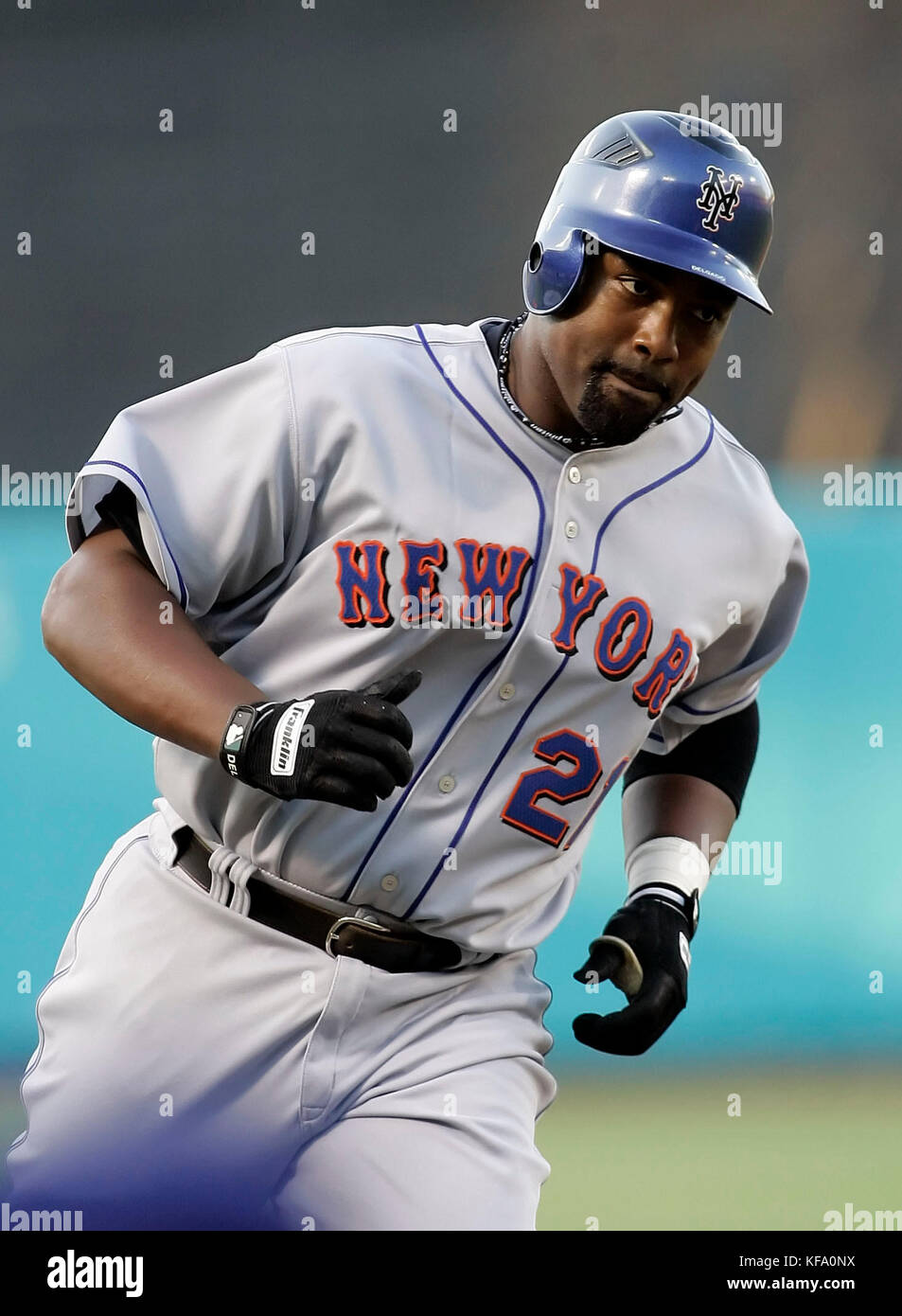 best website 6dae2 e3718 New York Mets' Carlos Delgado circles the bases after ...