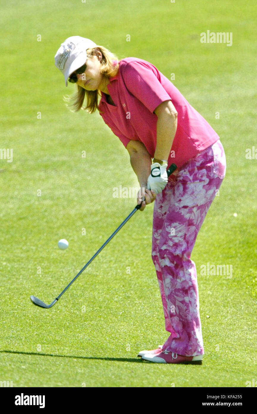 Entertainment reporter Mary Hart chips the ball at the Kraft Nabisco Celebrity Pro Am golf tournament at the Mission - Stock Image