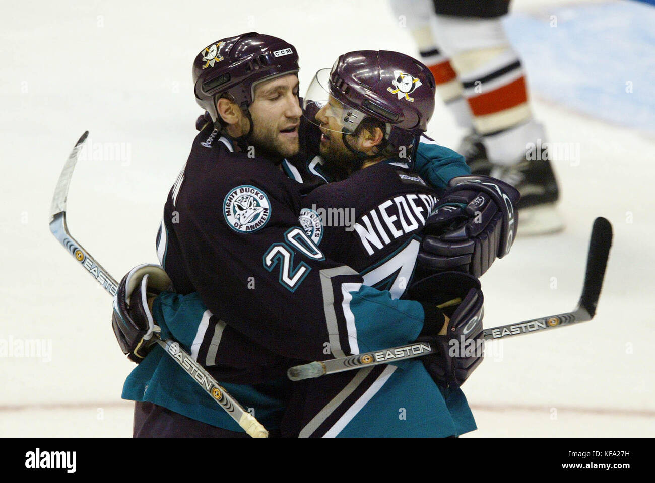 FBS05 20031022 ANAHEIM ,CA , UNITED STATES :   Anaheim Mighty Ducks Rob Niedermayer, right, celebrates his game - Stock Image