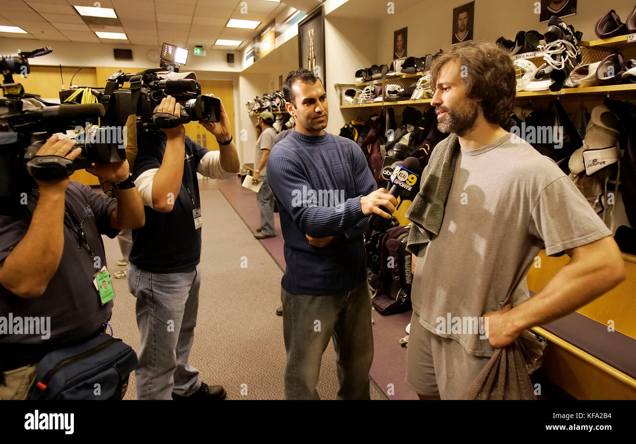 Anaheim Mighty Ducks'  Scott Niedermayer, right, speaks to the media in the locker room after a team workout - Stock Image