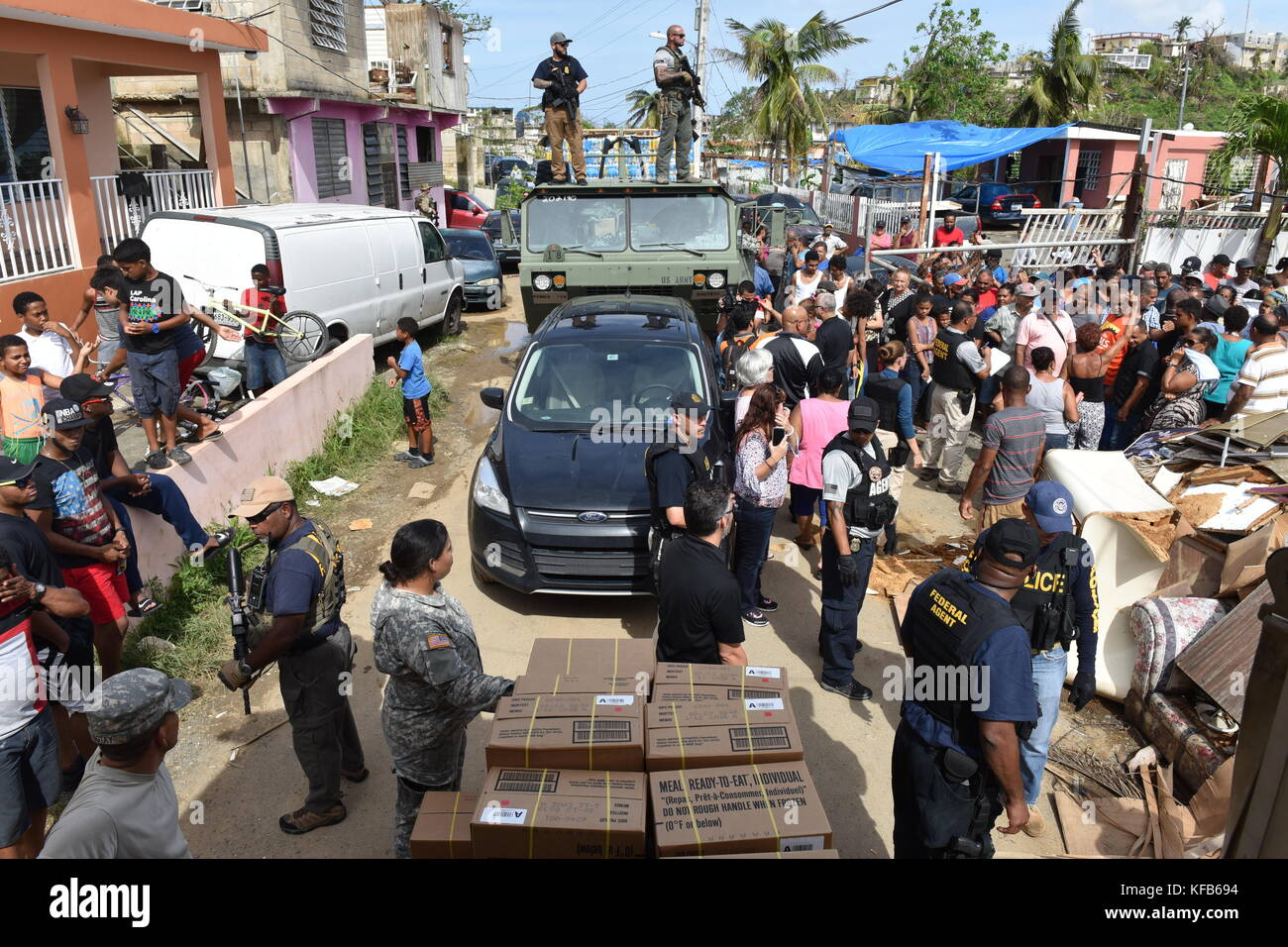 U.S. Army soldiers, U.S. Coast Guard officers and FEMA volunteers deliver emergency supplies to Puerto Rican residents - Stock Image