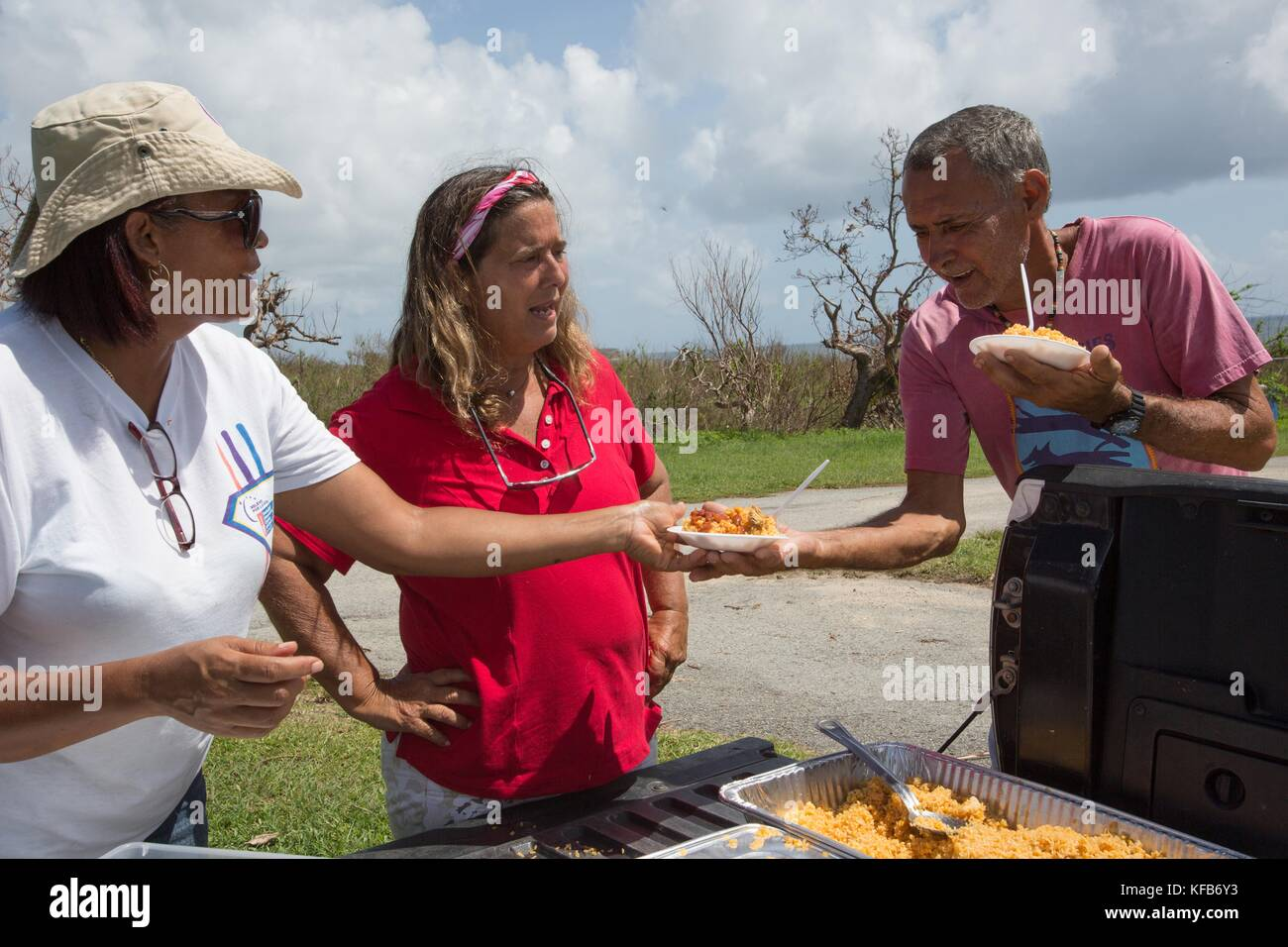 ViequesLove non-profit organization volunteers deliver hot meals to Puerto Rican residents during relief efforts - Stock Image