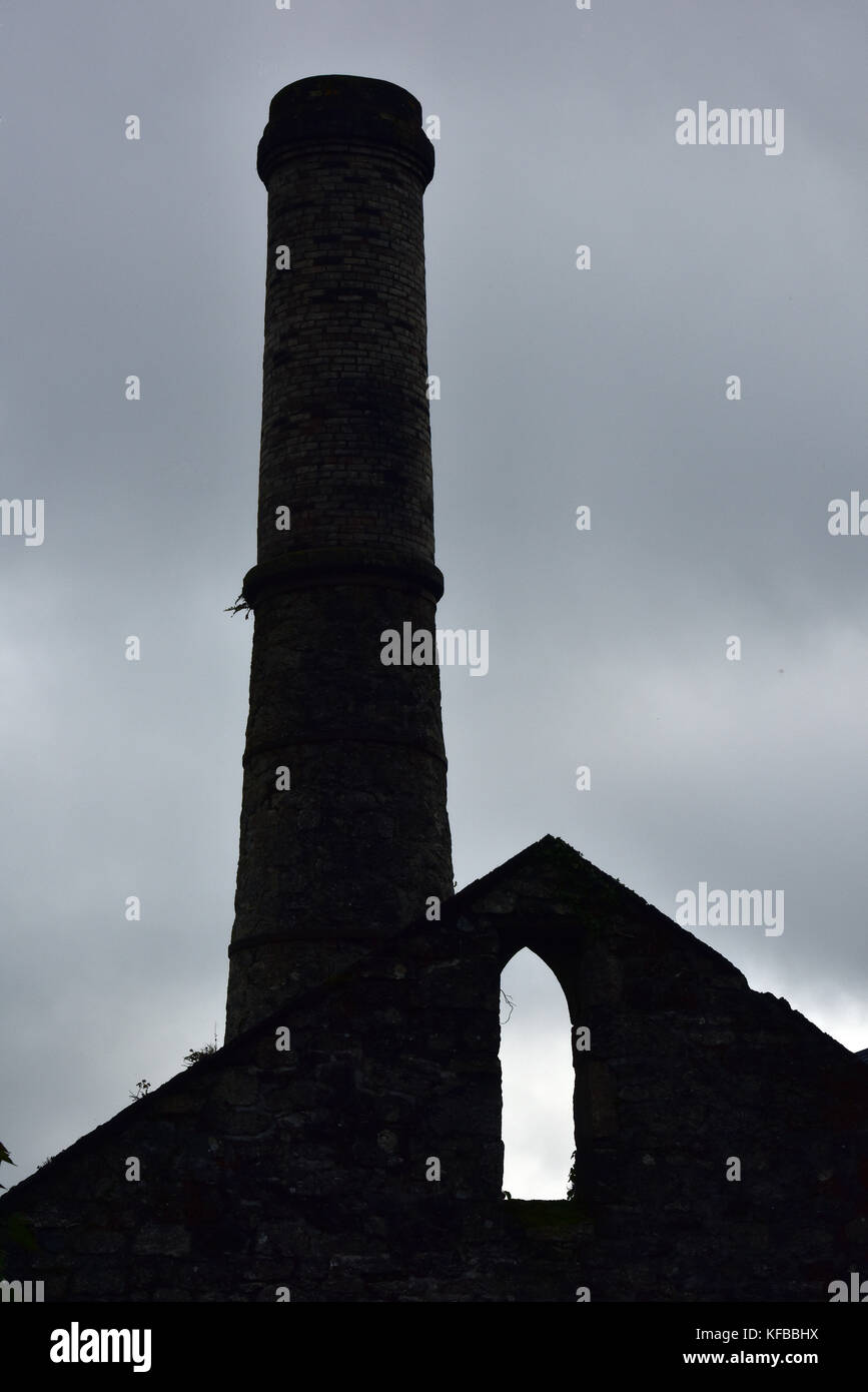 A silhouette of a Cornish tin mine engine house against a stormy cloudy sky. Tin mining and typically threatening - Stock Image