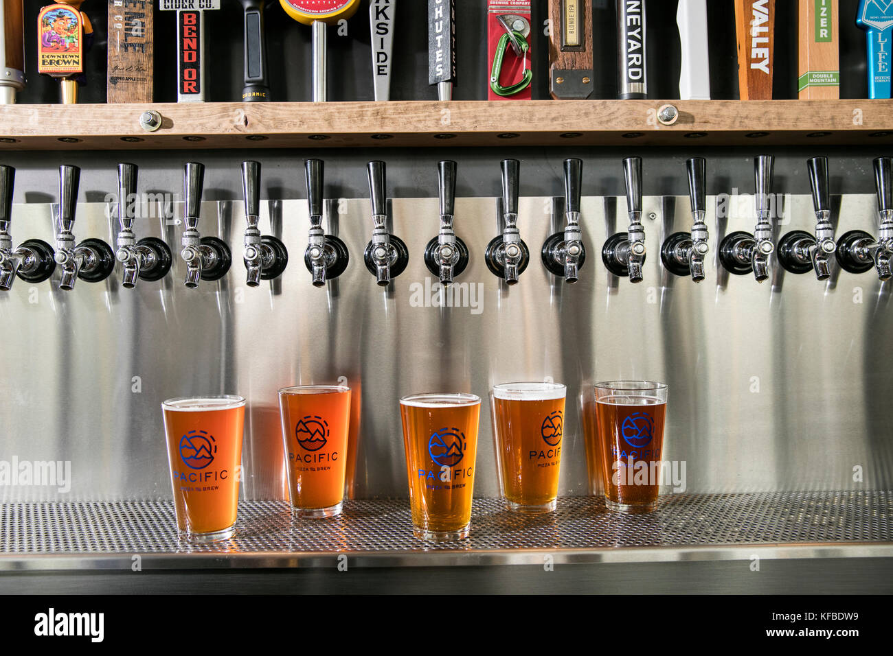 USA, Oregon, Bend, Pacific Pizza and Brew, pint glasses of brew beer - Stock Image