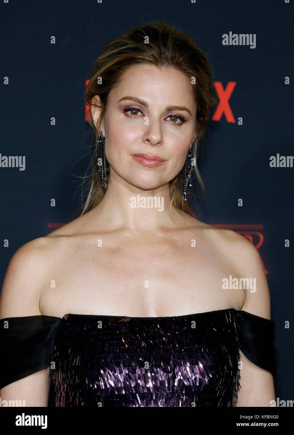 Los Angeles, CA, USA. 26th Oct, 2017. Cara Buono at arrivals for NETFLIX'S STRANGER THINGS 2 Premiere, Regency - Stock Image