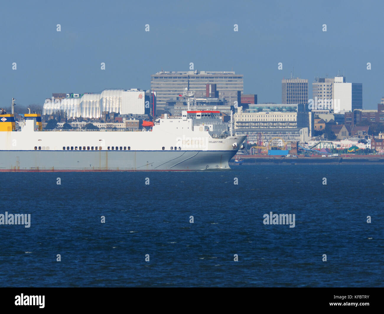 Sheerness, Kent, UK. 27th Oct, 2017. UK Weather: a sunny day in Sheerness. Ship Celestine sails past Southend on - Stock Image