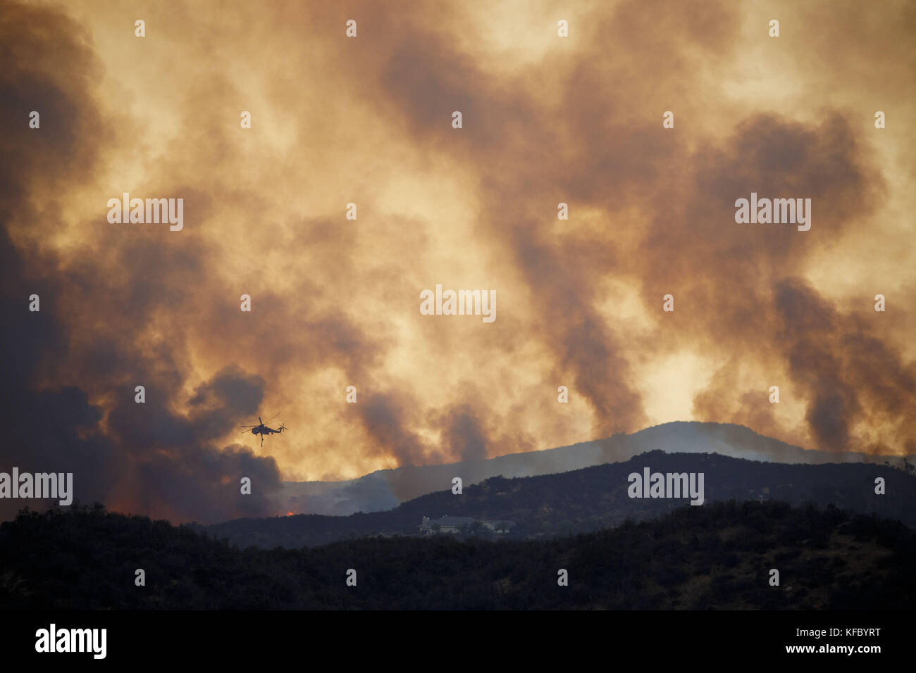 Wildomar, CA, USA. 26th Oct, 2017. Firefighters battle the Wildomar wildfire in the Cleveland National Forest on - Stock Image
