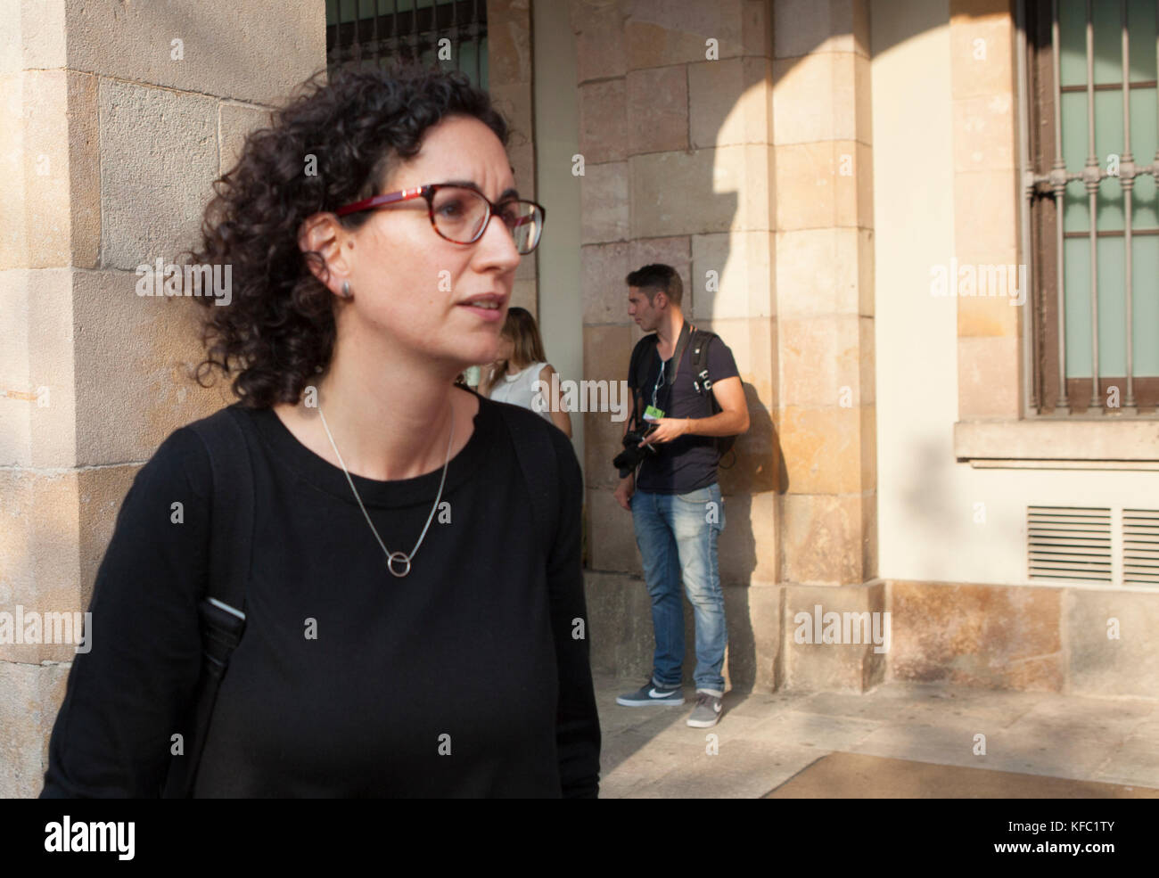 © Licensed to RICH BOWEN PHOTOGRAPHY. 27.10.2017. BARCELONA, SPAIN.   Marta Rovira i VergŽs leaving catalan - Stock Image