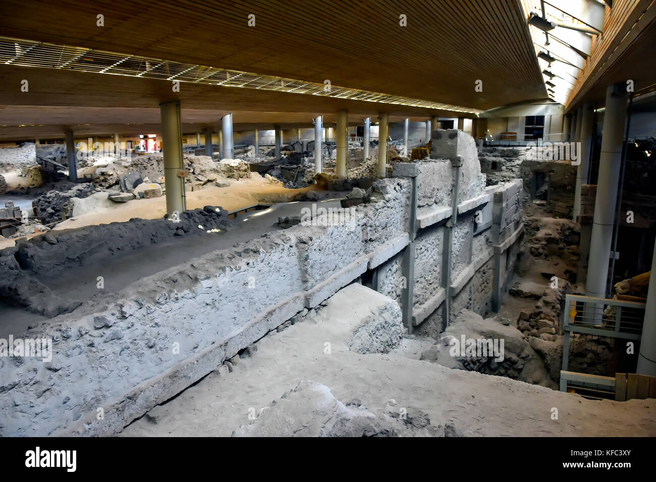 Akrotiti Minoan excavation multi-story dwelling in building protecting archaeological site, Santorini, Greece. - Stock Image